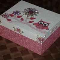 ideja par skaistu kastes rotājuma attēlu