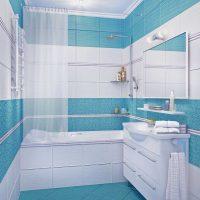 oriģinālā vannas istabas interjera versija dzīvokļa fotoattēlā