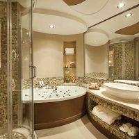 ideja par skaistu interjera vannas istabu dzīvokļa attēlā