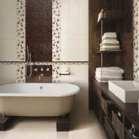 spoža vannas istabas interjera versija dzīvokļa attēlā