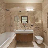 ideja par neparastu vannas istabas dizainu 6 kv.m attēlā