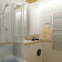 ideja par mūsdienīgu vannas istabas dizainu 6 kv.m attēlā