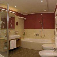 ideja par skaista stila vannas istabu 6 kv.m foto