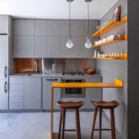 moderna dzīvokļa gaišā interjera variants 65 kv.m attēlā