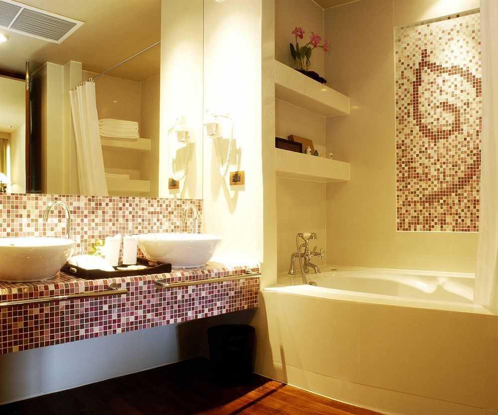 ideja par modernu vannas istabas interjeru 6 kv.m platībā