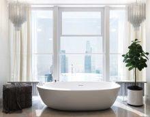 ideja par moderna stila vannas istabu ar foto logu