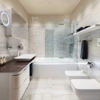 vannas istabas neparastā dizaina versija 6 kv.m attēlā