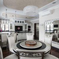 ideja izmantot spilgtu virtuves interjera attēlu