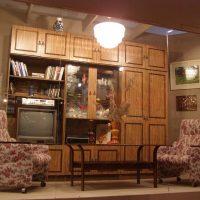 gaišā dzīvokļa interjera versija padomju stila attēlā