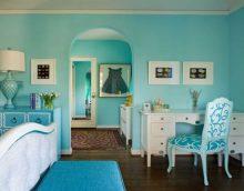 ideja izmantot interesantu zilu krāsu mājas attēla stilā
