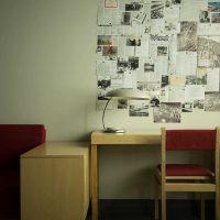 ideja par neparastu istabas dizainu padomju stila fotoattēlā