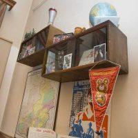 ideja par neparastu dzīvokļa dizainu padomju stila attēlā