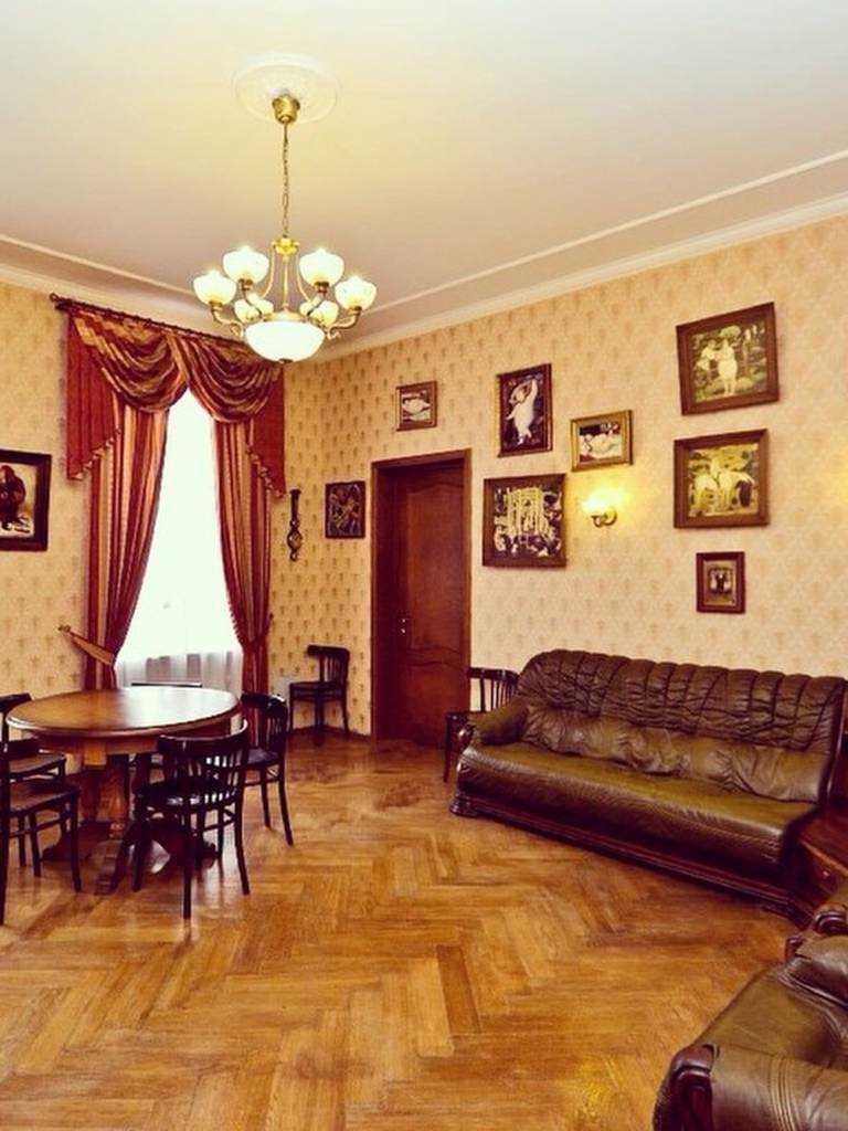 dzīvokļa gaišā dizaina variants padomju stilā