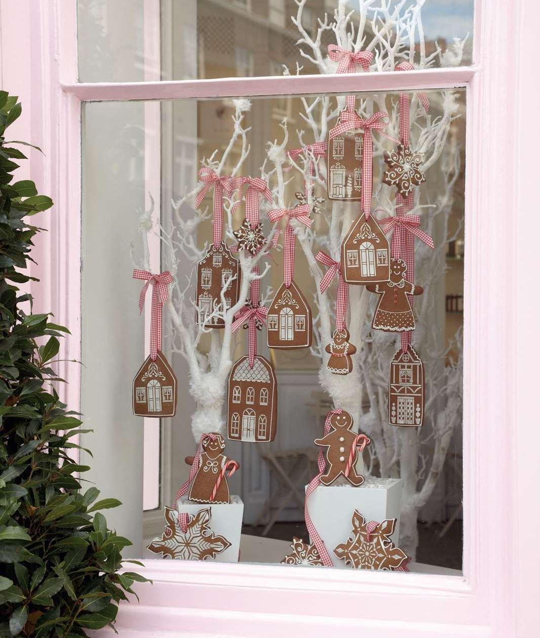 Ziemassvētku logu dekors
