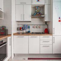 cuisine moderne avec conduit de ventilation
