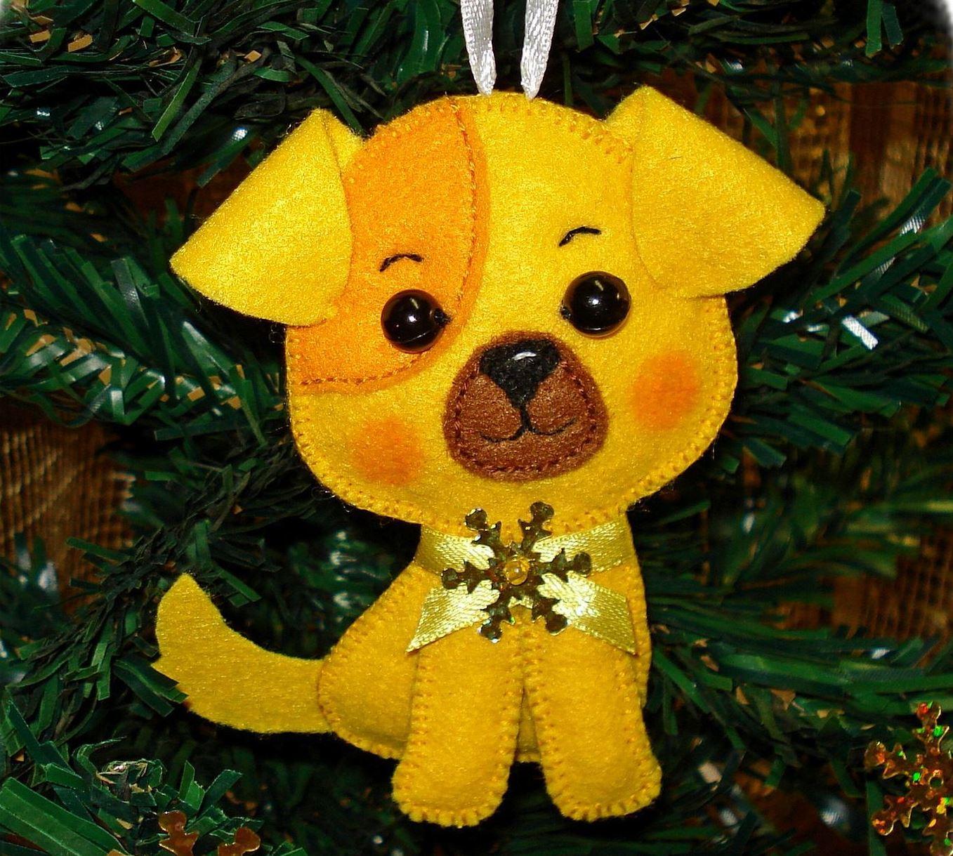 Ziemassvētku rotaļlietu suns