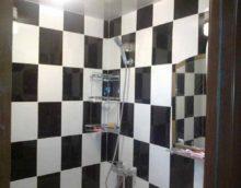 iespēja izvēlēties vieglu interjera flīžu klājumu vannas istabā
