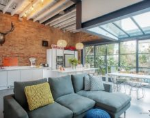 design branché d'une cuisine de salle à manger dans une maison privée