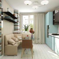gaišs tirkīza virtuves dizains ar logu