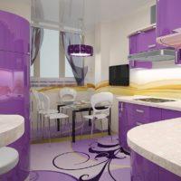 ceriņu virtuves dizains ar logu