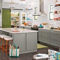 virtuves dizains ar logu bez aizkariem