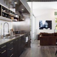 virtuves dizains ar hi-tech logu