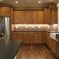 virtuves ar logu dizains privātmājā
