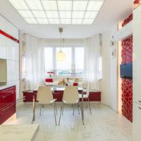 virtuves dizains ar lauru logu