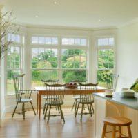 virtuves dizains ar sienas logu