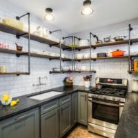 cuisine design 6 m² avec étagères
