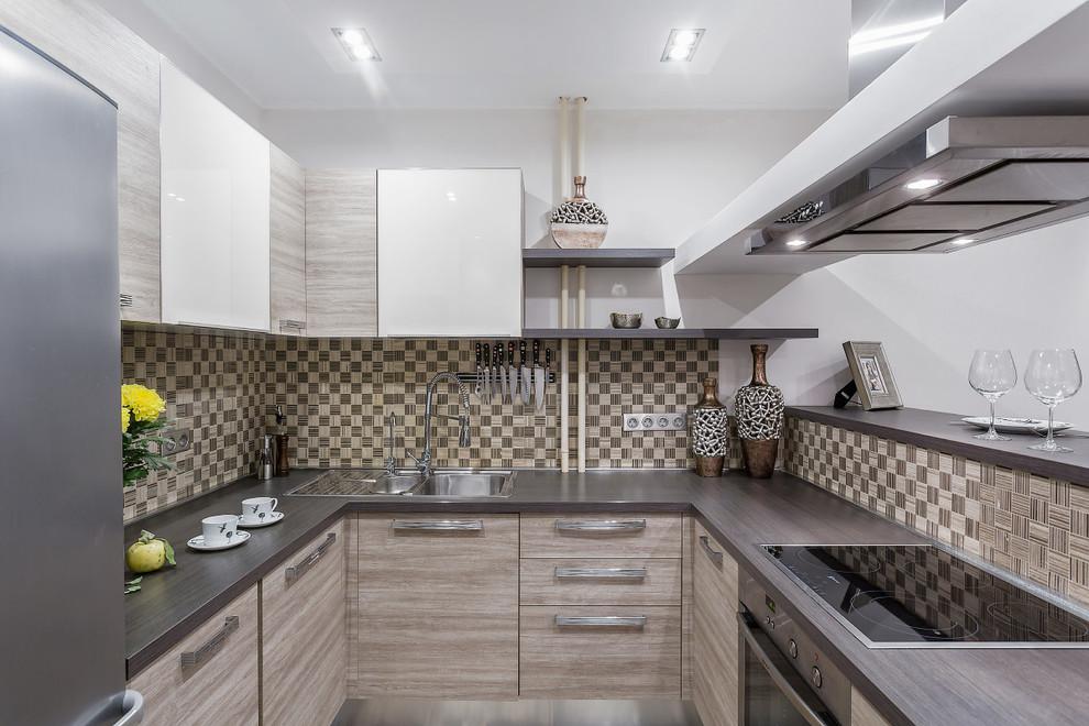 tablier dans la cuisine 6 m²