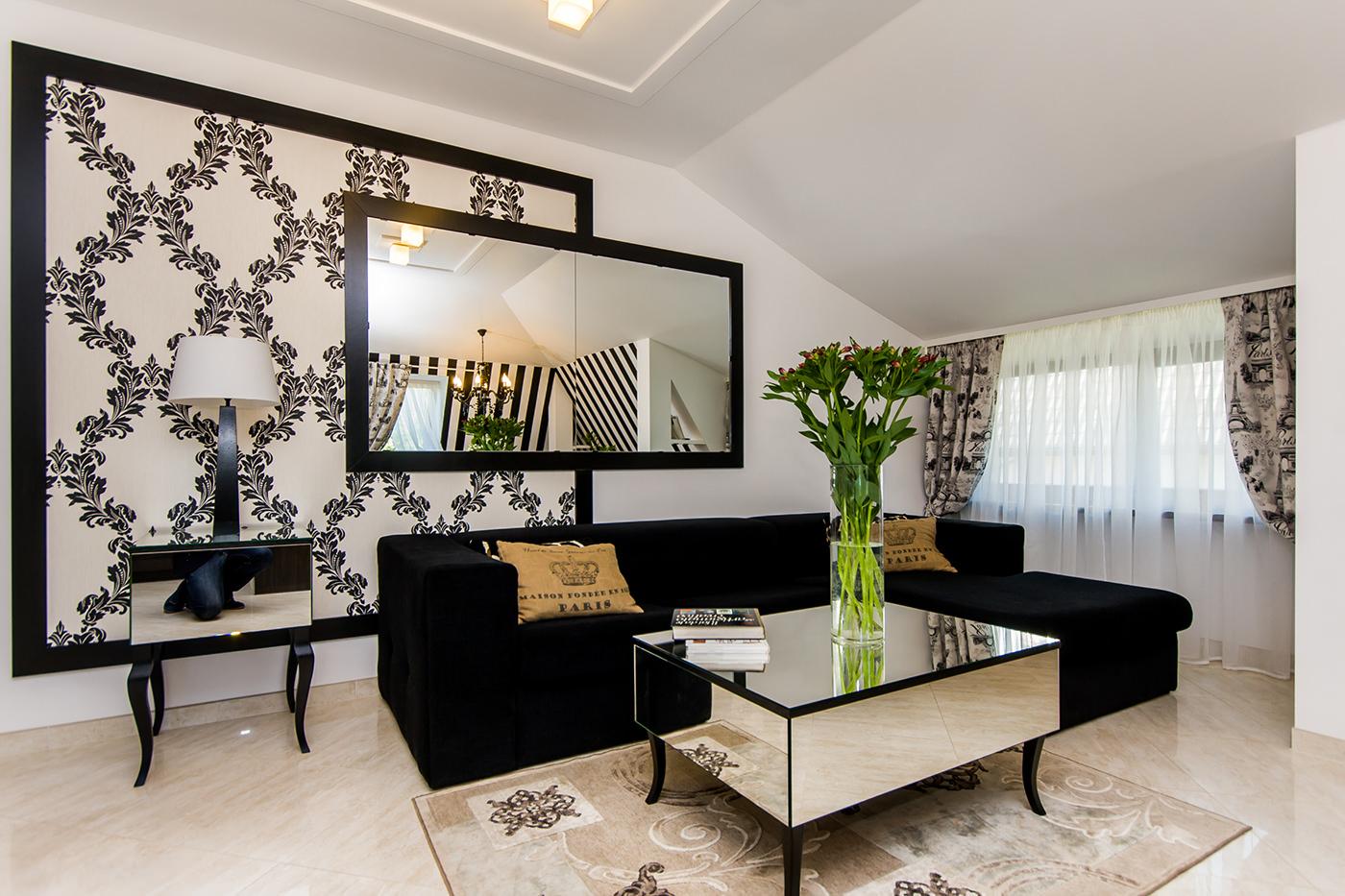 черно-бели тапети в хола