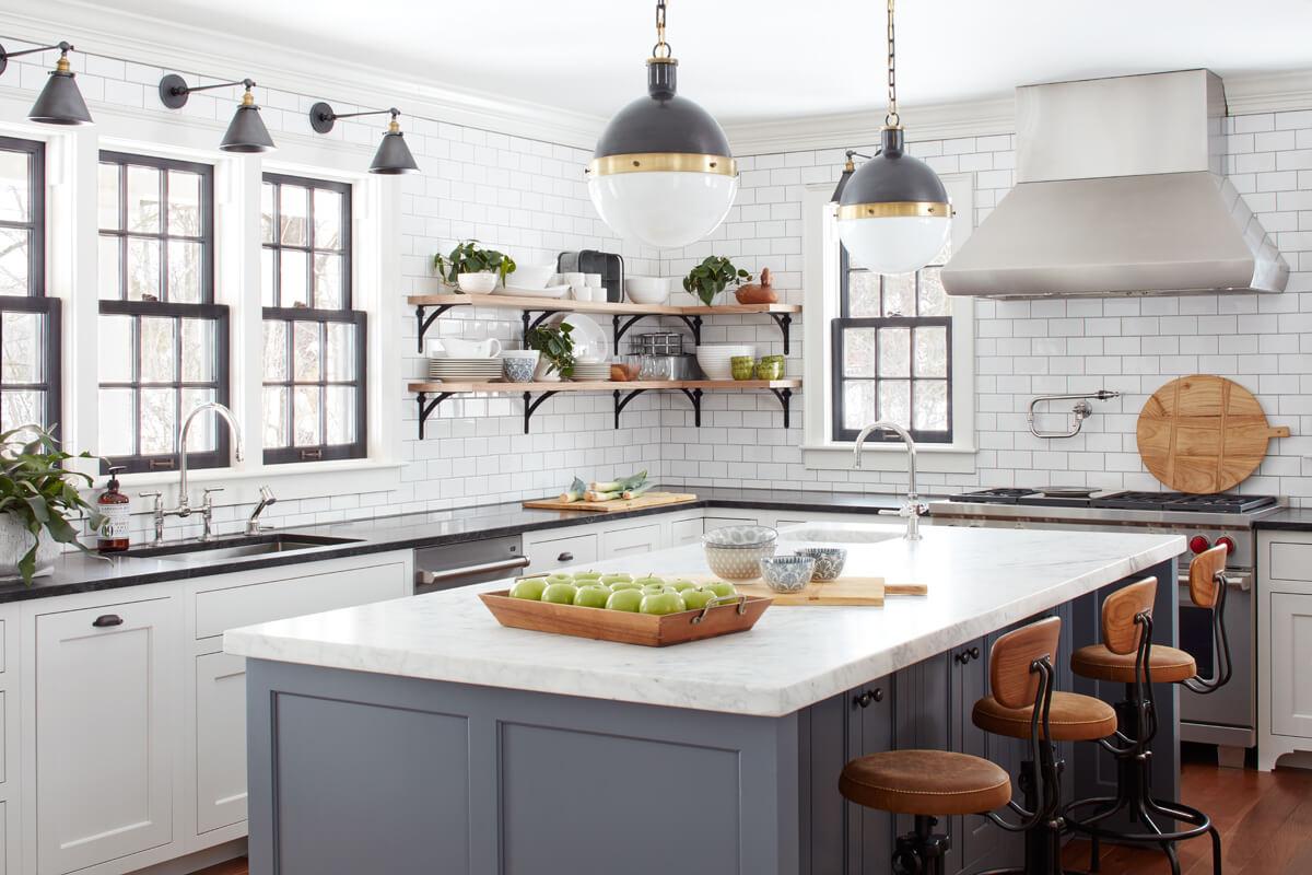 virtuves dizains ar diviem logiem