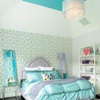 спалня с два вида тапети