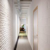 maza koridora gaitenis Hruščova dizaina fotoattēlā
