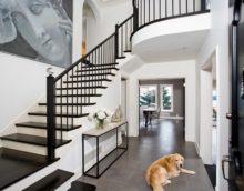 prieškambario dizainas su laiptais