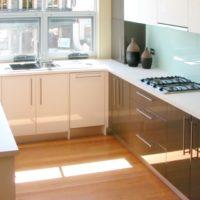 photo de disposition de cuisine rectangulaire