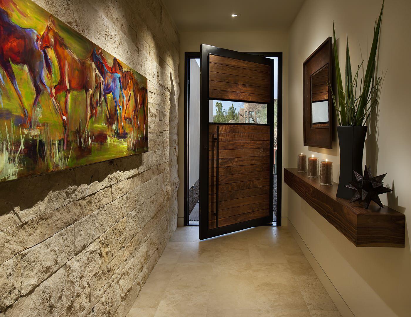 Décoration murale dans le couloir avec pierre décorative artificielle