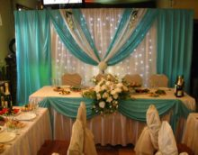 Lila i bež tkanine u dizajnu vjenčanog stola