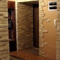 L'utilisation de la pierre décorative à l'intérieur du couloir
