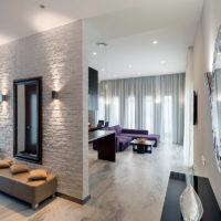 Couloir de revêtement de mur en pierre