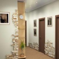 Décorer un couloir lumineux avec des carreaux de pierre naturelle