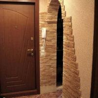 Conception d'une arche dans le couloir en pierre