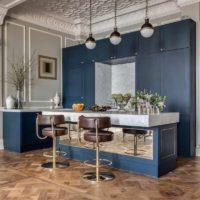 exemple d'un beau plafond intérieur dans la photo de la cuisine