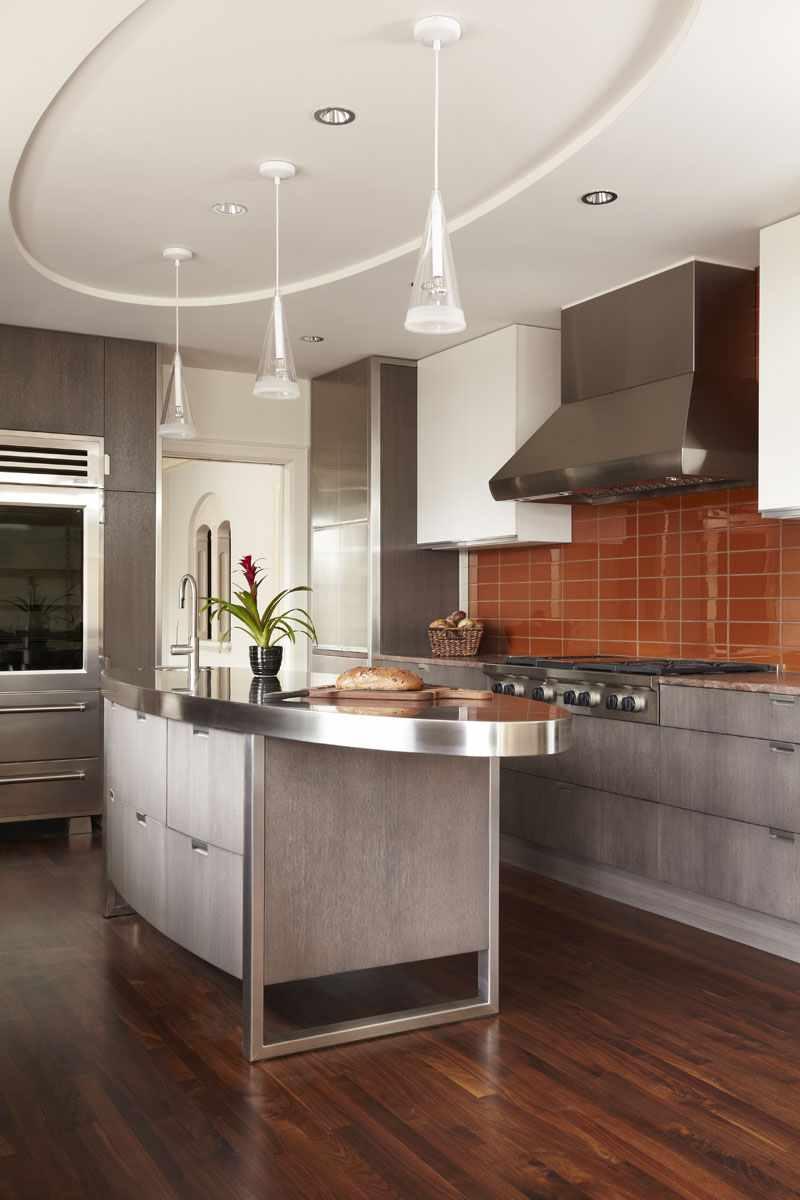 un exemple de plafond intérieur inhabituel dans la cuisine