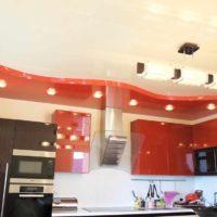 version du style lumineux de l'image du plafond de la cuisine