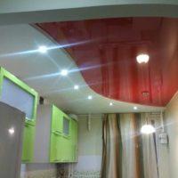 variante du design lumineux de la photo du plafond de la cuisine