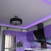 version du design lumineux du plafond de la photo de la cuisine