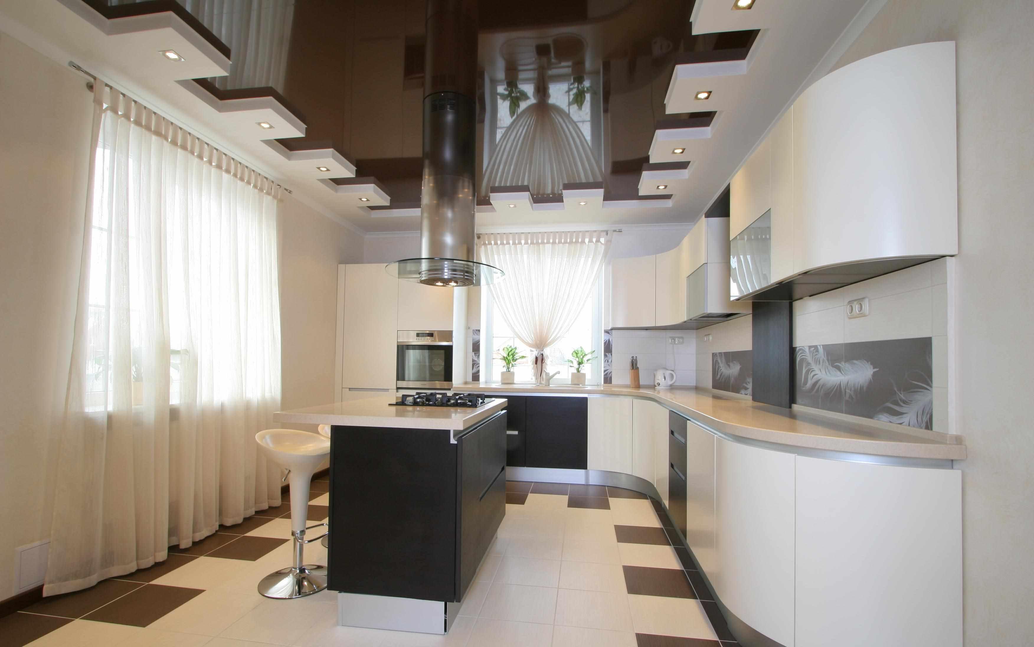 variante du design inhabituel du plafond de la cuisine