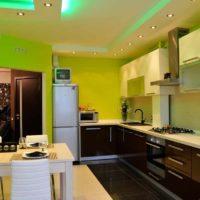 version d'un plafond lumineux dans la photo de la cuisine